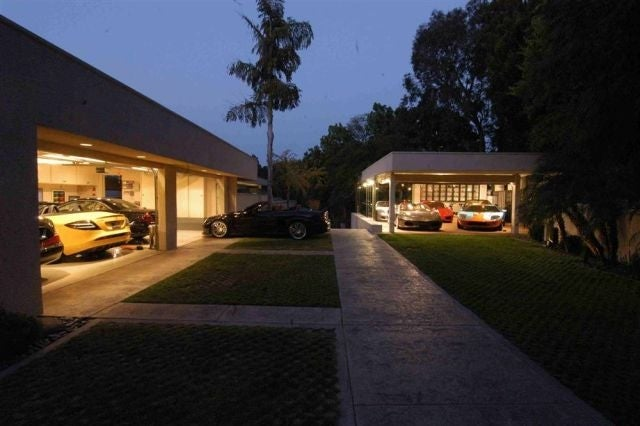 Luxury garages swagger magazine for 8 car garage house plans