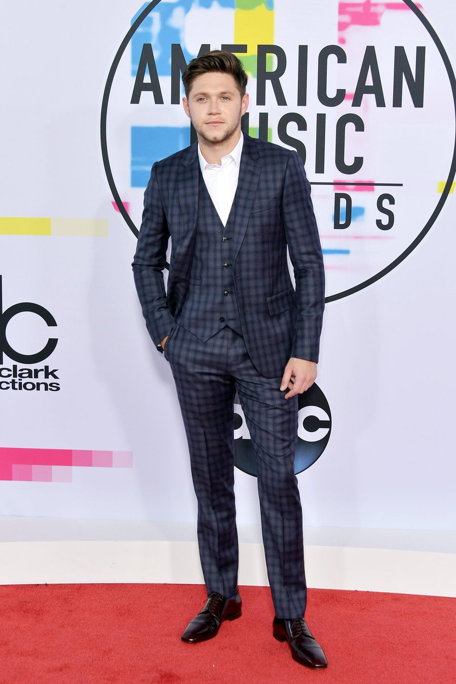 Most Dapper: Niall Horan / 2017 AMAs Best Dressed - SWAGGER Magazine