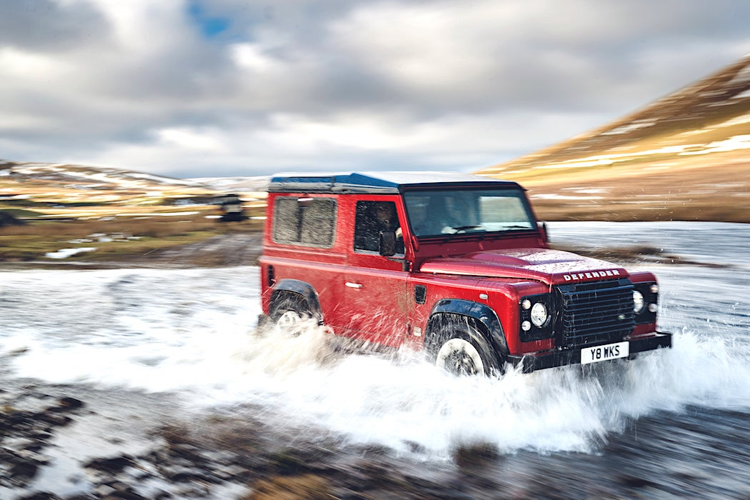 Land Rover Classic Defender Works V8 / SWAGGER Magazine