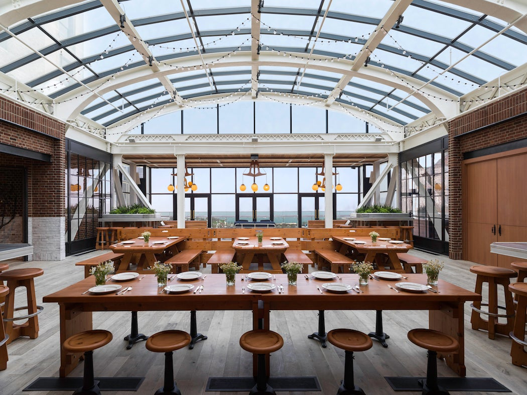 Rooftop Patio at Cindy's in Chicago (Photo: Chicago Athletic Association Hotel) - City Guide | SWAGGER Magazine
