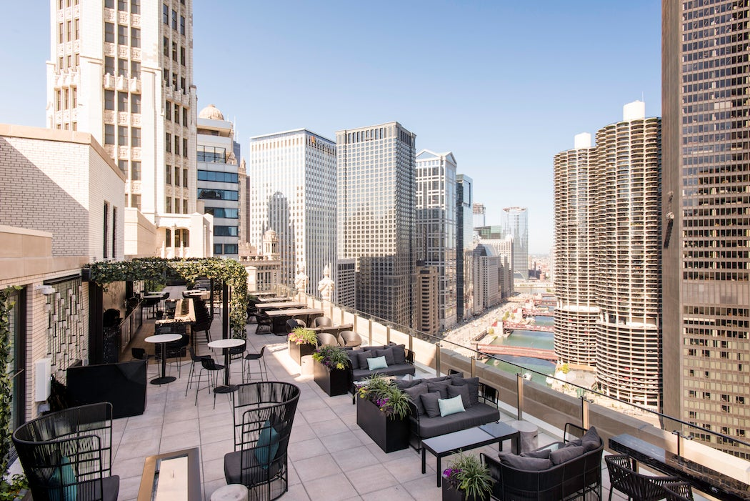 Oudoor Terrace at LH in Chicago (Photo: LH Rooftop) - Top Rooftop Patios City Guide | SWAGGER Magazine