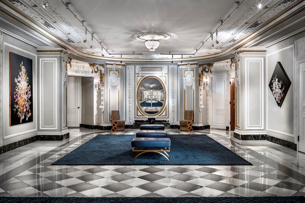Hallway at The Blackstone, Autograph Collection hotel in Chicago (Photo: Courtesy of the The Blackstone hotel) - Chicago City Guide | SWAGGER Magazine