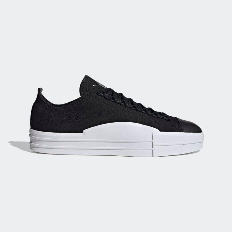 Valentine's Day: Adidas Y-3 Sneaker